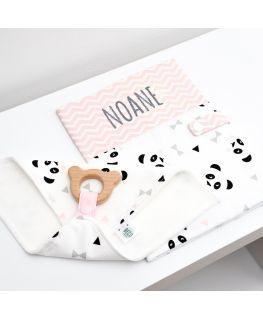 Protège carnet de santé rose Un, deux, trois, PANDA! personnalisable rose (prénom : NOANE)