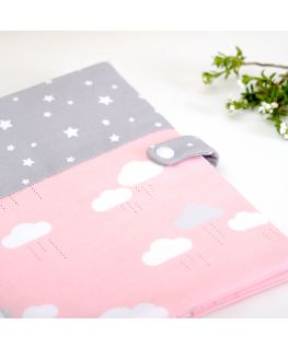 Protège carnet de santé Happy Cloud (étoiles et nuages) gris et rose
