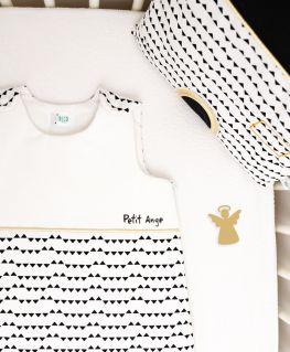 """Gigoteuse Imagine personnalisée """"Petit Ange"""" (blanche à petits triangles noirs et passepoil doré)"""