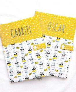 Protège carnet de santé My Sweet Oslo moutarde unisexe (fleurs, petits noeuds & triangles) personnalisé (GABRIEL et OSCAR)