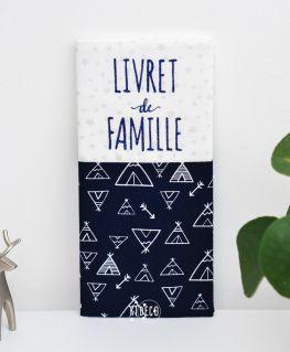 Protège livret de famille Nuits Indiennes (blanc à étoiles argentées et bleu nuit avec tipis et flèches) personnalisable