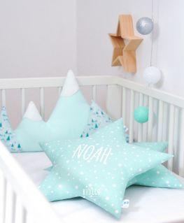 Coussin étoile vert mint à étoiles blanches personnalisé NOAH