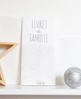 protège livret de famille Rêve étoilé (blanc et étoiles argentées légèrement métallisées) personnalisable