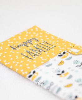 Protège livret de famille My Sweet Oslo moutarde (fleurs, petits noeuds & triangles) personnalisé Happy FAMILY