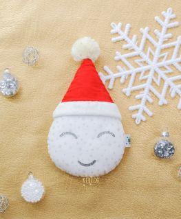 Coussin en forme de goutte d'eau, idéal pour ajouter une touche de gaieté dans la déco de Noël! Souvenir de ses premiers noëls
