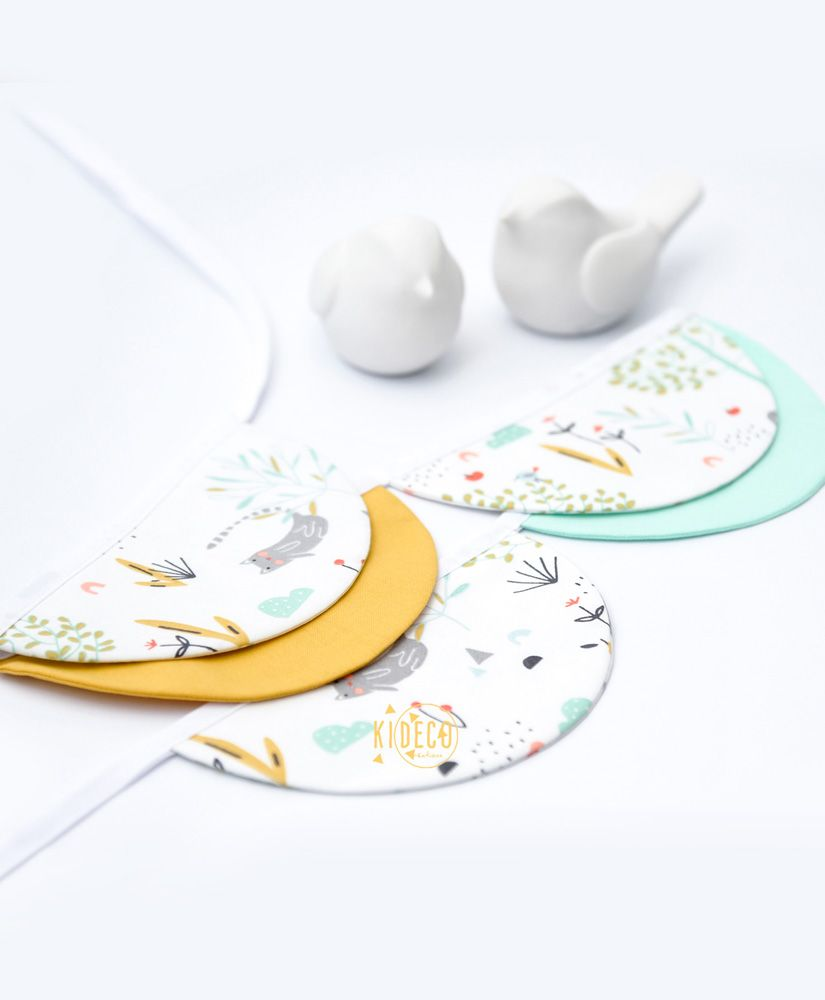 Guirlande demies lunes Petite Nature personnalisable (vert d'eau, jaune moutarde, motifs chats et nature)