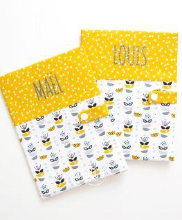 Protèges carnet de santé My Sweet Oslo moutarde unisexe (fleurs, petits noeuds & triangles) personnalisés MAËL & LOUIS