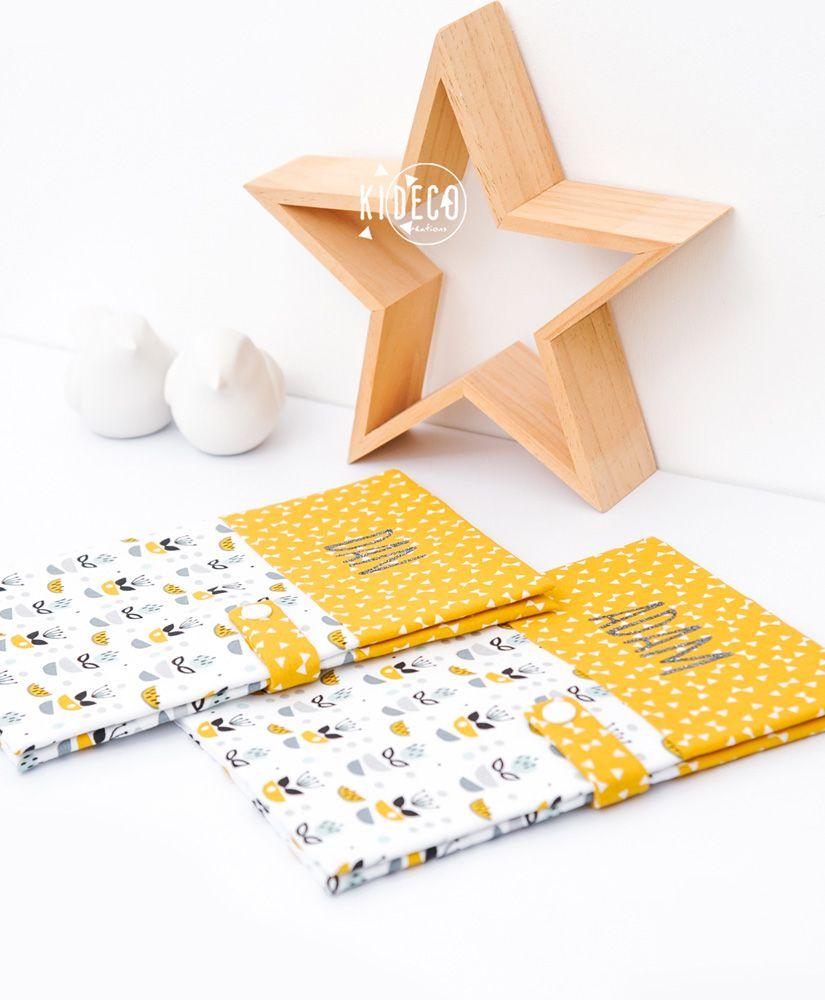 Protèges carnet de santé My Sweet Oslo moutarde unisexe (fleurs, petits noeuds & triangles) personnalisés DAN & ADAM