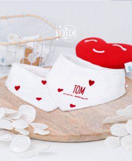 Bavoir bandana Droit au Coeur personnalisé TOM mon amour