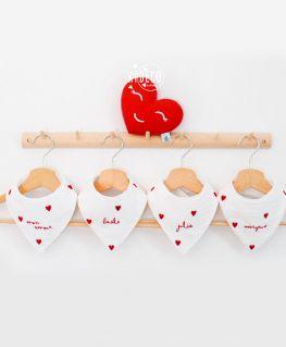 Bavoir bandana Droit au Coeur personnalisable (triple gaze de coton et coeurs rouges velours)