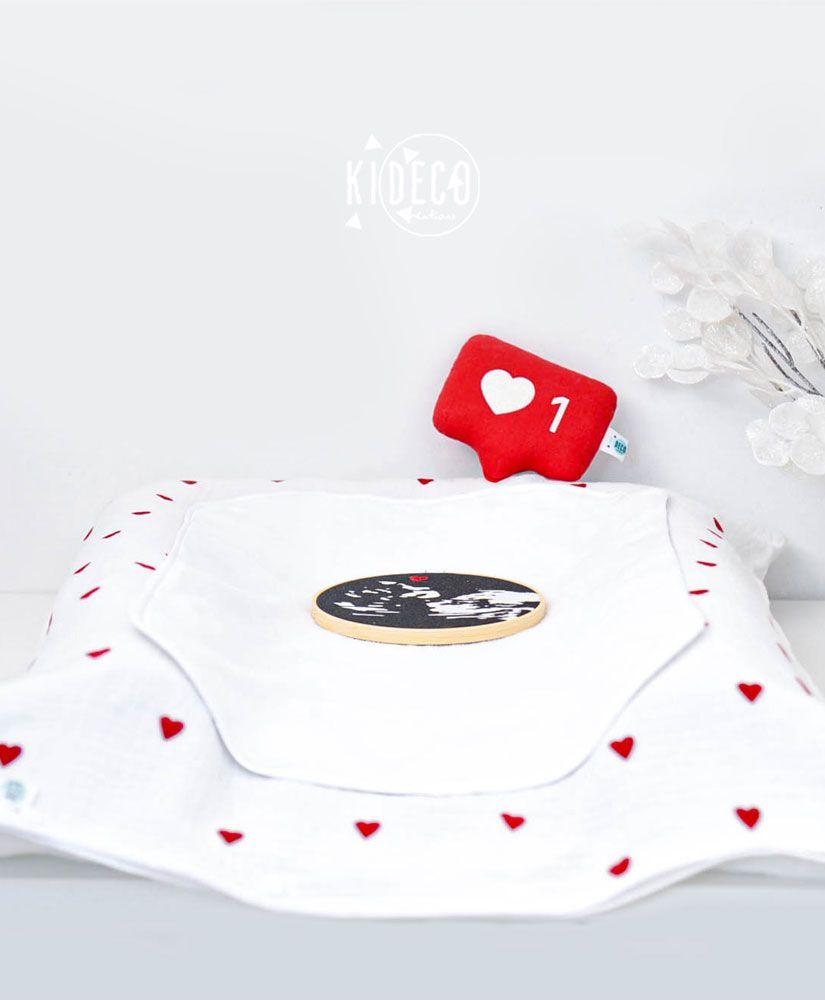 Housse de matelas à langer Droit au Coeur en triple gaze de coton et petits coeurs rouges velours