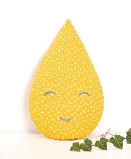 Coussin Léo (jaune moutarde à triangles et petits noeuds blancs)