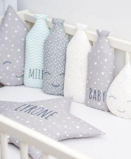 Coussins MILKY (chevrons mint MILK, gris à triangles et noeuds blancs Happy Face, blanc à étoiles, gris à étoiles BABY)