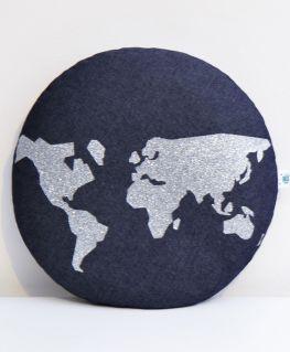 Coussin World (denim bleu et mappemonde argentée)