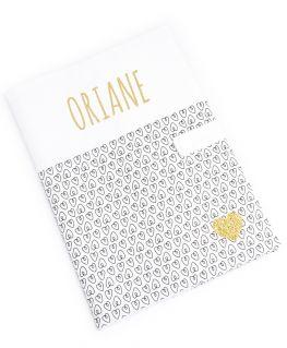 Protège carnet de santé Oriane personnalisable (blanc à petits coeurs noirs et prénom en doré pailleté)