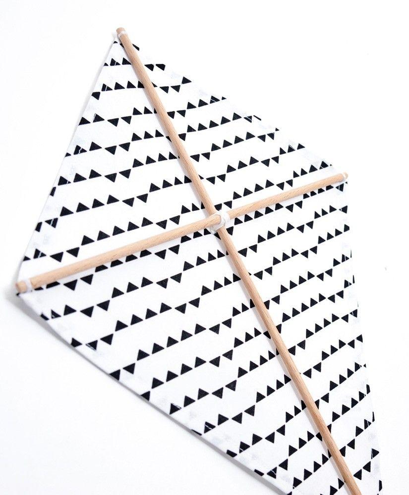 Cerf-volant décoratif Imagine (blanc à triangles noirs) personnalisable
