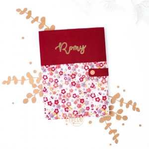 [HORS MINI SERIE] . Sur l'e-shop, dans cette catégorie, vous y retrouverez en toute petite quantité des modèles éphémères coups de coeur souvent en stock! Comptez quand même un petit délai pour la personnalisation! Cela change des collections phares que vous voyez souvent ici! . ◾️Protège carnet de santé Sakura personnalisé Romy . Infos & tarifs sur l'e-shop www.kideco.fr (lien dans la bio) . Belle journée! . #kideco_creations #babyshop #nursery #decobebe #chambrebebe #babyroom #fleurs #japon #sakura #protegecarnetdesante #baby #bébé #babybump #decoration #annoncegrossesse #grossesse #pregnancy #pregnancyannouncement #mumtobe #futuremaman #dadtobe #futurpapa #cadeaudenaissance #estyfr #faitmain #handmade #madeinfrance