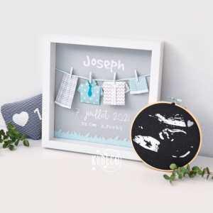 [RENTREE]📚💼🎓 . Comme les enfants, je fais ma rentrée à l'atelier... bien que je ne l'ai pas quitté très longtemps... mais couper, partir et 8 jours sans pluie ça fait tellement de bien! ☀️ . Beaucoup de choses à faire... et j'essaye de poster un peu de vos commandes ici au milieu de toutes les jolies photos de vos enfants en mode #backtoschool  . Belle journée! . ◾️Cadre origami Les tenues de Joseph ◾️Tambour cadre décoratif échographie de grossesse Coeur argenté ◾️Doudou IG like marin . Infos & tarifs sur l'e-shop www.kideco.fr (lien dans la bio) . #kideco_creations #babyshop #nursery #decobebe #chambrebebe #babyroom #coeur #echographie #decoration #annoncegrossesse #grossesse #pregnancy #pregnancyannouncement #mumtobe #futuremaman #dadtobe #futurpapa #cadeaudenaissance #bébé #bébé2021 #estyfr #faitmain #madeinfrance