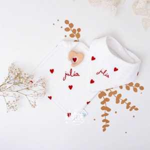 [DUO ❤️] . Votre duo chouchou du moment! Belle soirée! . ◾️Bavoir bandana DROIT AU COEUR personnalisé Julia ◾️Doudou de Maria DROIT AU COEUR personnalisé Julia . Infos & tarifs sur l'e-shop www.kideco.fr (lien dans la bio) . #kideco_creations #babyshop #nursery #decobebe #chambrebebe #babyroom #gazedecoton #coeur #bavoir #doudou #protegecarnetdesante #protegelivretdefamille #decoration #annoncegrossesse #grossesse #pregnancy #pregnancyannouncement #mumtobe #futuremaman #dadtobe #futurpapa #cadeaudenaissance #bébé #bébé2021 #estyfr #faitmain #madeinfrance